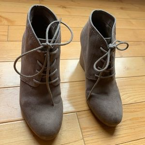 Arizona lace up bootie wedges taupe size 7.5